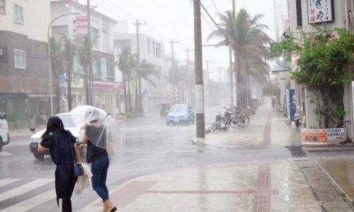 台风暴雨天气
